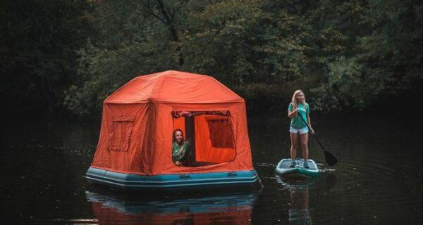 Американцы придумали плавучую палатку для кемпинга