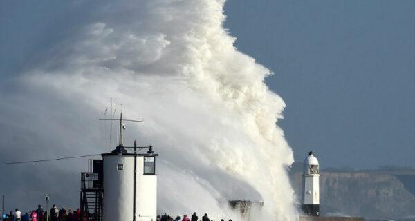 Сезон ураганов продолжается: шторм «Офелия» обрушился на Великобританию