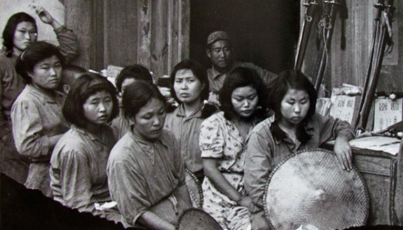 В туалетном рабстве у женщин