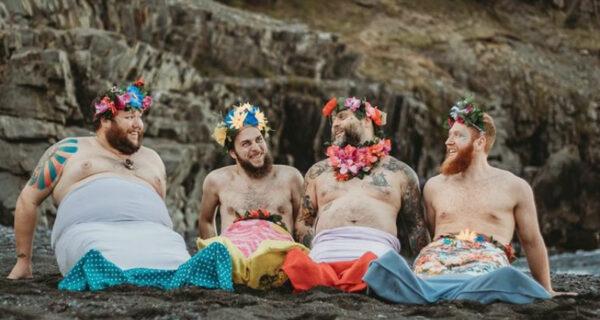 Брутальные бородачи снялись для «бродуарного» календаря в одних русалочьих хвостах