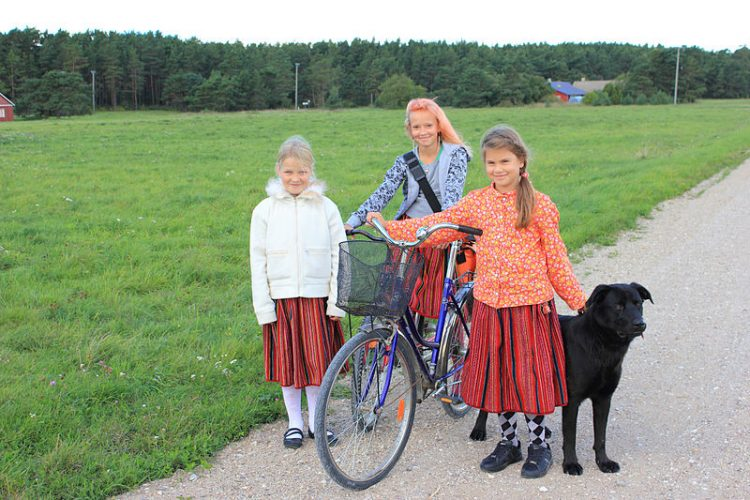 Эстонский остров, на котором нет мужчин. Фото
