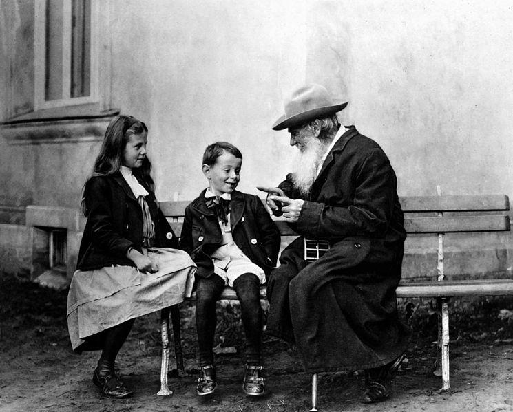 Азартный игрок, святой или гений: 10 малоизвестных фактов о Льве Толстом