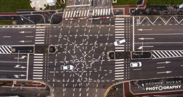 Разметка, ведущая в ад: румынские водители не знают, куда ехать на новом перекрестке