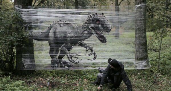 Граффити в лесу: москвич рисует пугающе реалистичных зверей на прозрачной пленке