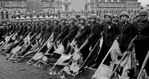 Суд оштрафовал жителя Архангельска за фотографию Парада Победы