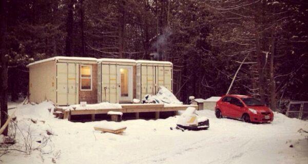 Канадец построил дом из контейнеров и живет там даже в минус30