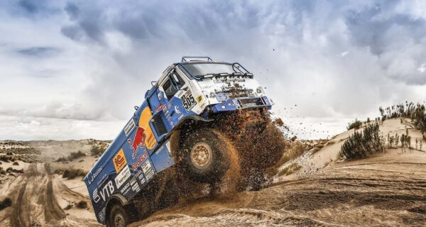 КамАЗ — хозяин песков: русские обгоняют соперников на «Дакаре-2018» как стоячих