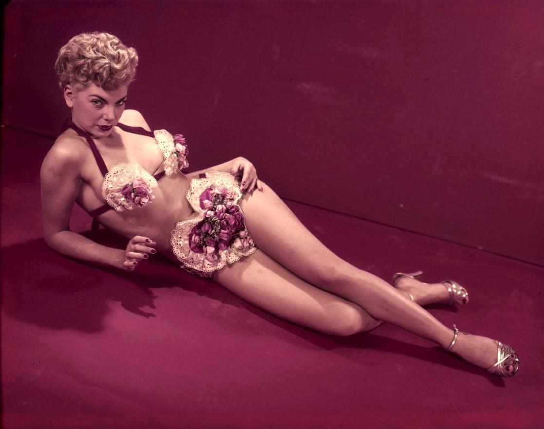 Джентльмены предпочитают блондинок: 17 звездных красоток из 50-х, по которым могли бы сохнуть наши дедушки фото