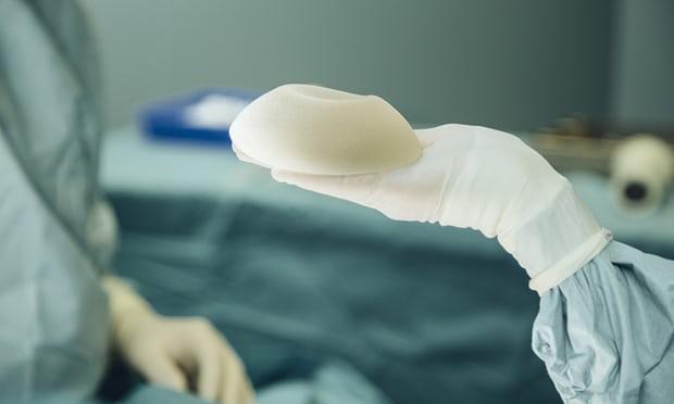 Бедным женщинам Индии бесплатно сделают пластику груди