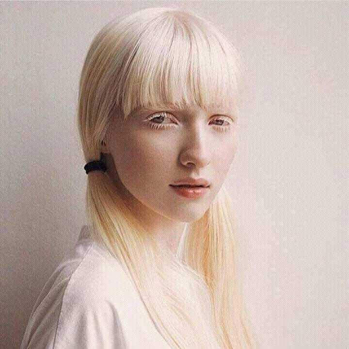 Модели альбиносы фото играть в девушка за работой