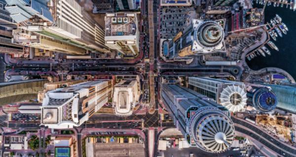 Пролетая над гнездом эмира: фотограф снимает Дубай с высоты птичьего полета