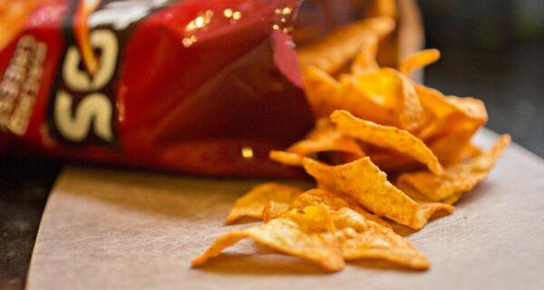 Женщины не хрустят и не облизывают пальцы: Doritos выпустит дамские чипсы, но дамы недовольны