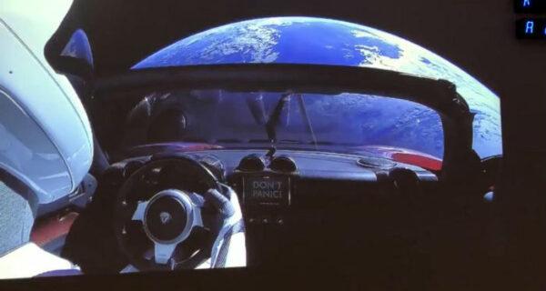Илон Маск запустил на орбиту ракету-носитель с личным спорткаром Tesla на борту. Реакция соцсетей