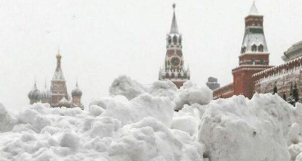 Самый сильный снегопад в Москве за всю историю метеонаблюдений: фото в Instagram