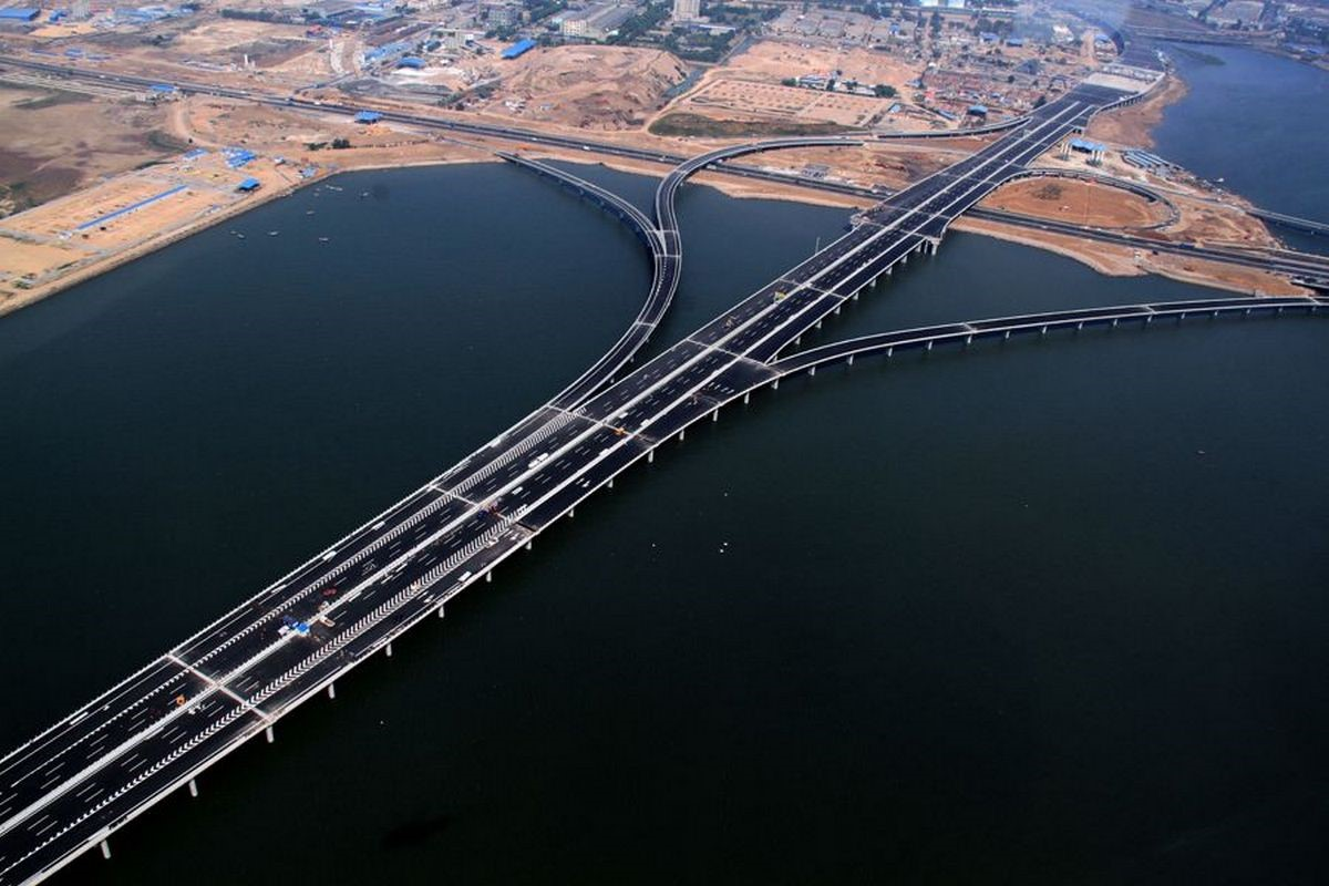 Так нужны ли России мост на Сахалин и высокоскоростная железная дорога Владивосток - Москва?