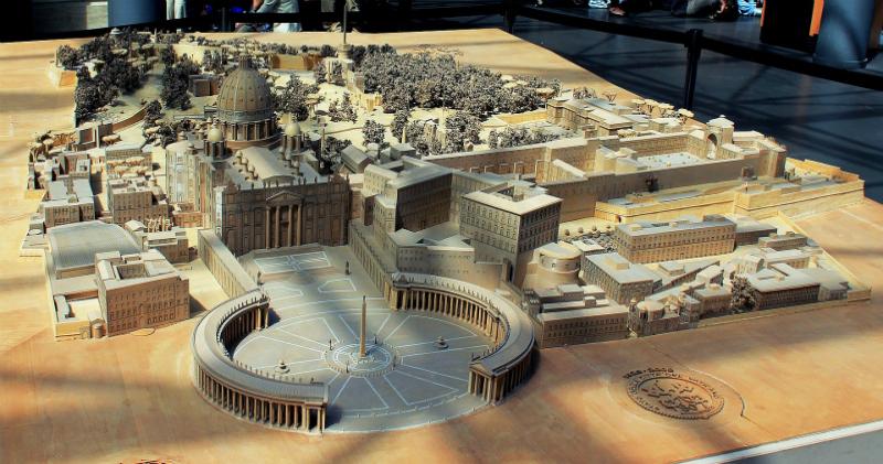 Прогулки по Ватикану: что скрывается за стенами отдельного государства в центре Рима