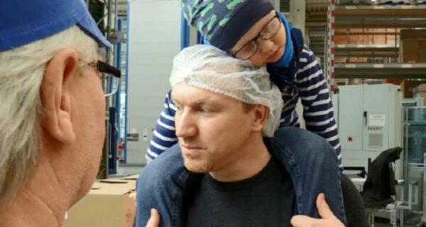 Мужчина хотел бросить работу, чтобы ухаживать за больным раком сыном, но коллеги отработали за него 3300часов