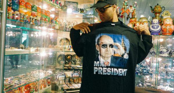 «Выпьем с Путиным водки и посмеемся»: американец Херон Престон представил футболку с российским президентом за 38 тысяч рублей