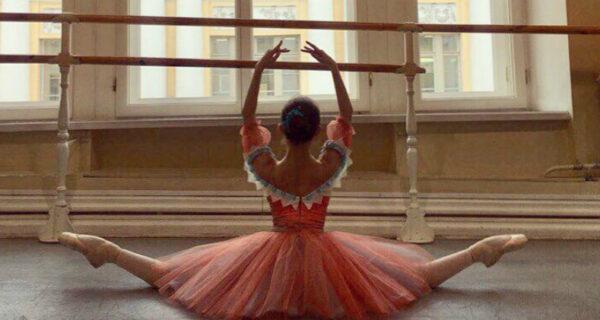 Юная русская балерина в питерской парадной поразила Reddit. И настоже