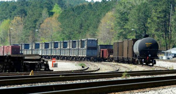 Зловонный поезд: в американском городке два месяца стоят вагоны с фекалиями
