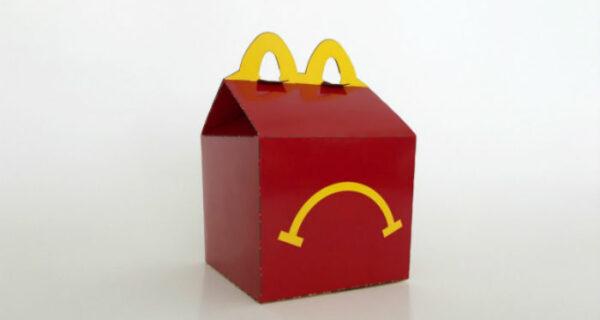 Имитация удалась: инсталляцию за 350 франков выбросили в мусор, приняв за коробку от HappyMeal