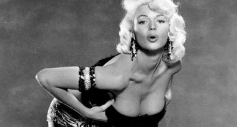 Секс сценки с мерлин монро из фильмов