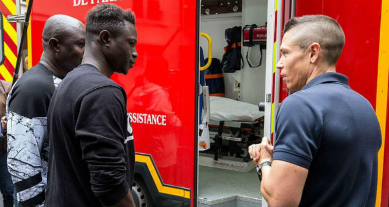 """""""Spiderman"""" from Mali received documents and entered an internship in the fire brigade"""