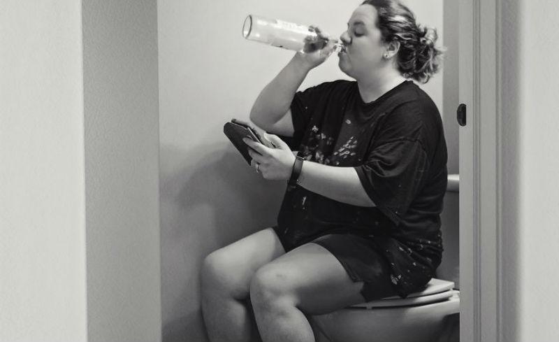 Никакого личного пространства, отдыха и сна: фотограф показала честные фотографии о материнстве