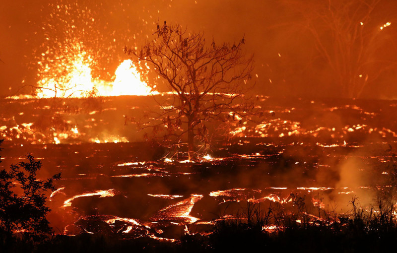 Hawaii burns with a blue flame: the eruption of Kilauea volcano is gaining momentum