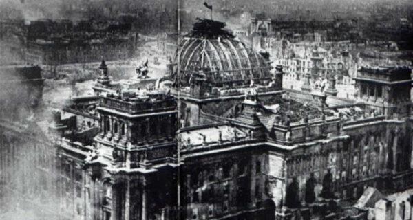 Знамя над Рейхстагом — фото, за которое Виктора Темина едва не расстреляли