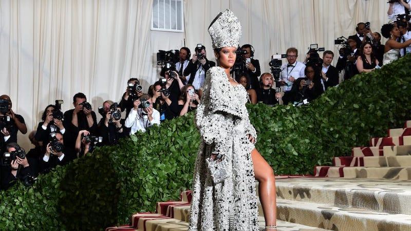 Дева Мария, Иисус Христос, папа римский и другие образы звезд на Met Gala 2018