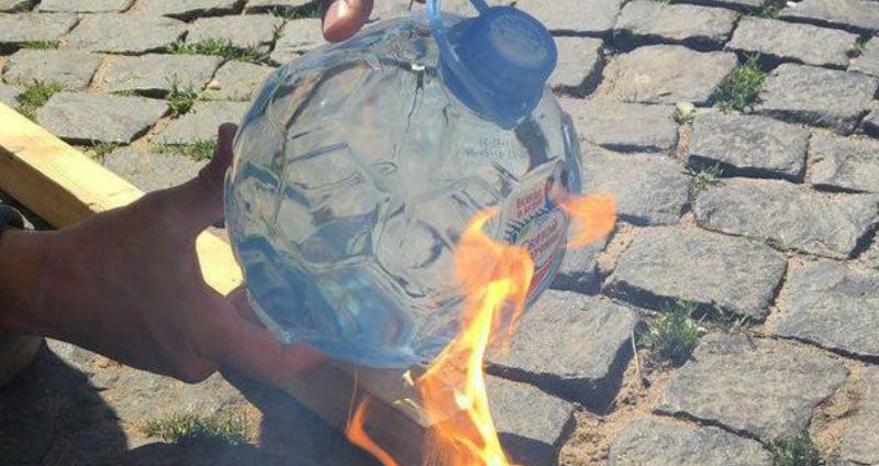 «Вода — просто огонь!»: «Святой источник» выпустил огнеопасную бутылку