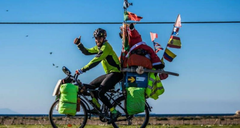 Пять лет назад аргентинец выехал из дома на велосипеде. Спустя 80 тысяч километров он оказался у нас
