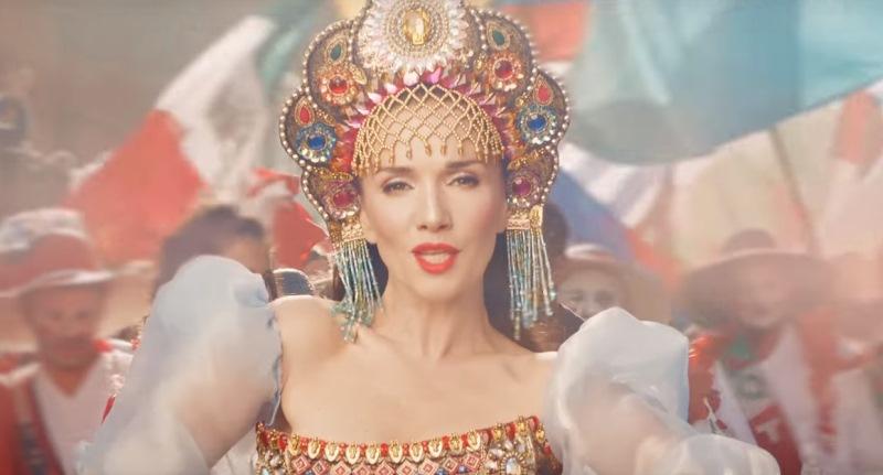Наталья Орейро исполнила гимн чемпионата мира по футболу, а в клипе к нему сыграла мать-одиночку