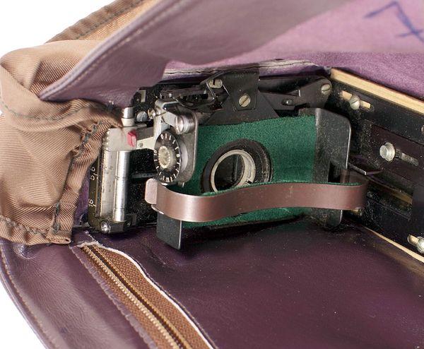 В Англии продадут с аукциона советские шпионские камеры, замаскированные под обычные предметы камеры, камера, одной, камер, аукциона, аукционный, «Аякс12», Minox, будет, мужской, крайне, месте, куртке, находится, Голдсмит, объектив, коллекцию, который, шпионских, лотов