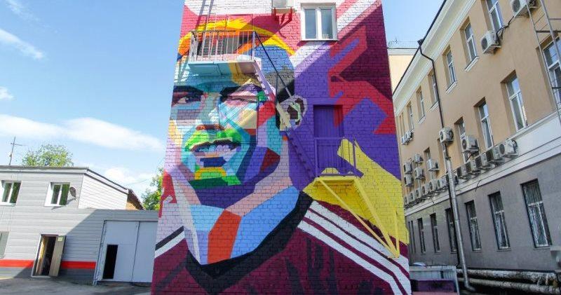 Эпик фейл: Месси придется смотреть на гигантский портрет Роналду из гостиничного номера в Казани