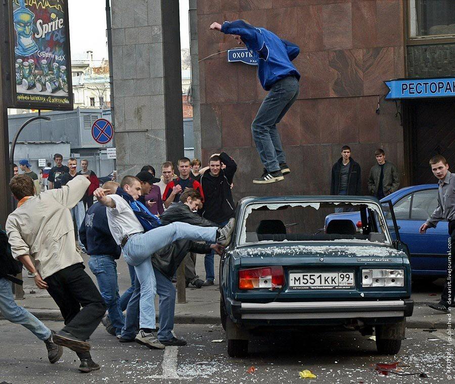 Жестоко и страшно: ровно 16 лет назад футбольные фанаты разгромили Манежную площадь Москвы, фанатов, время, трансляции, только, Манежной, матча, человек, города, милиции, словам, момент, фанаты, также, более, получили, центре, Россия, Манежную, власти