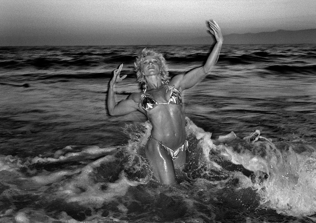 Мускулы и фрики: легендарный пляж Венис-Бич в объективе Клаудио Эдингера ВенисБич, пляже, фотографии, Венис, бывшая, получила, каждую, конкурсе, участие, принимала, владелец, Джиджи, пляжа, Калифорнию, первый, Скейтбордмама, жизни, Основная, странные, шокировать