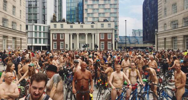 Голый велопробег: сотни людей проехались по улицам Лондона в чем мать родила