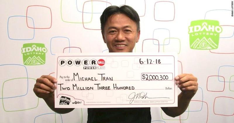 Американец 18 лет вписывал в лотерею одни и те же числа и выиграл 2 миллиона долларов