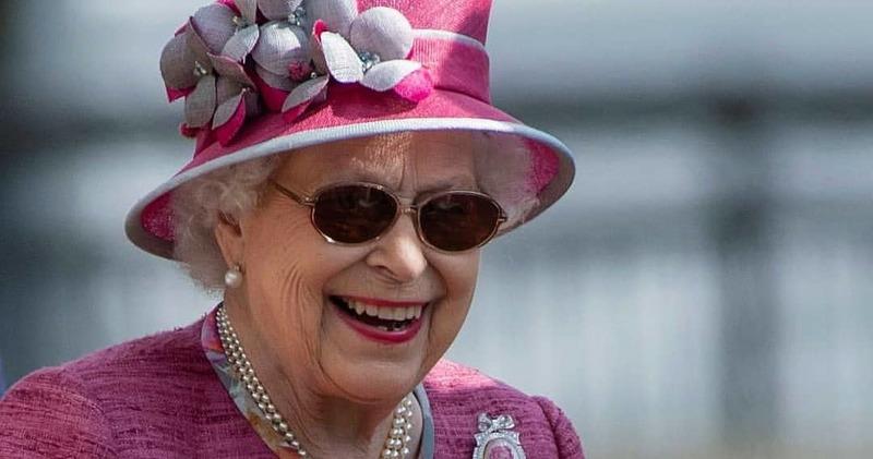 Блеск и роскошь дворцовой жизни: инстаграмы членов королевских семей