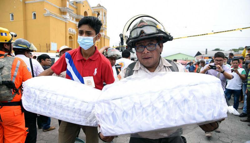 Вулкан Фуэго в Гватемале за сутки убил 69 человек. Количество погибших растет