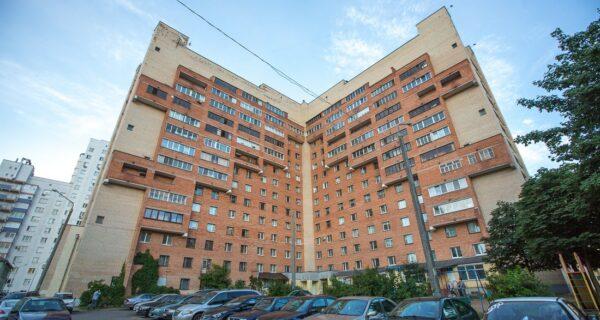 Обычный с виду, замысловатый внутри: уникальный дом-загадка в Минске с 3‑уровневыми квартирами