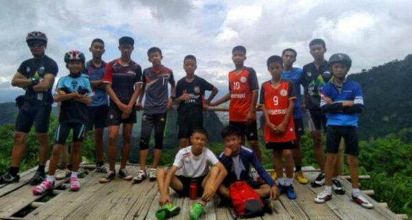 В Таиланде спасли из пещеры всех 12 мальчиков и их тренера