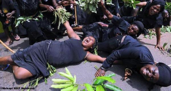 Слезы за деньги: кто такие профессиональные плакальщицы Ганы