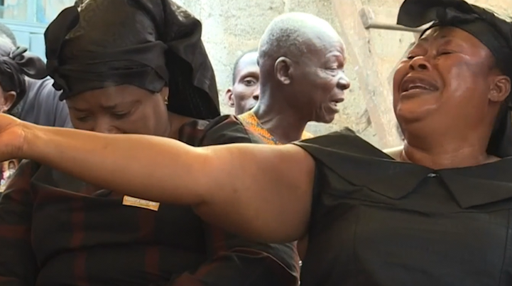 Кто такие профессиональные плакальщицы Ганы (3 фото)