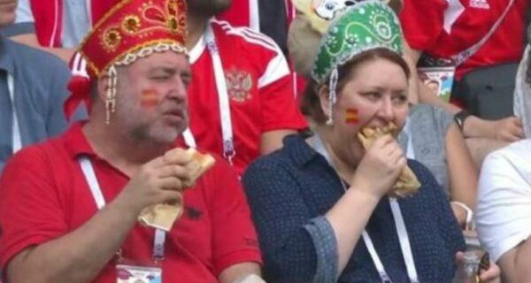 Кокошник, хот-дог и полная невозмутимость. Как за 3 секунды стать самым известным фанатом сборной России