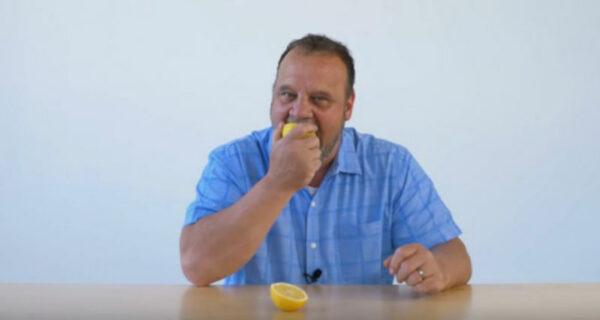 В сети набирает бешеную популярность You–Tube канал блогера, который просто ест