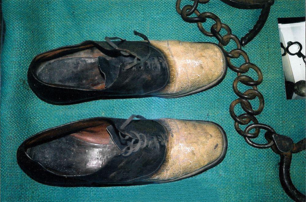 Как грабитель Джордж Большой нос стал парой ботинок и пепельницей
