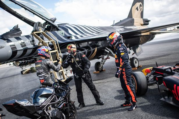 An incredible race! Supercar, sports car, F1 race car, a private jet and a fighter came together in opposition